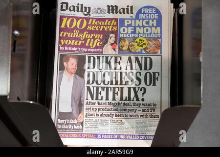 Prince Harry en la primera página del diario de correo titular 'Duchess and Duchess of Netflix?' Londres Inglaterra Reino Unido 20 Enero 2020