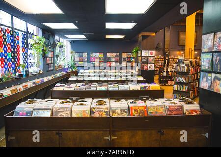 Los Angeles/USA- 01.12.20 : Vinyl Shop última tienda de libros en el centro de los angeles