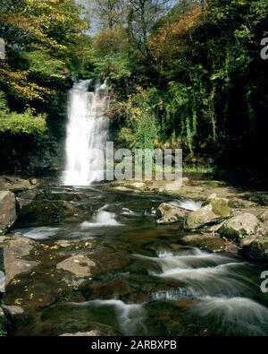 Cascada En El Río Caerfanell, Blaen Y Glyn, Parque Nacional Brecon Beacons, Powys, Gales.