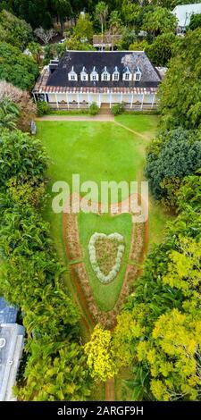Forma de corazón en los jardines ornamentales de Eureka la Maison Creole, casa colonial, vista aérea, Moka, Mauricio, Océano Índico, África