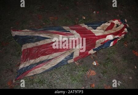 Londres, Reino Unido. 31 de enero de 2020. Una bandera de Union Jack es pisoteada en el barro cuando el Reino Unido abandona la Unión Europea en Londres el viernes 31 de diciembre de 2020. Foto por Hugo Philpott/UPI crédito: UPI/Alamy Live News