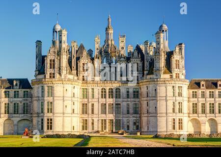 El castillo real de Chambord, Francia. Este castillo está situado en el valle del Loira, fue construido en el siglo 16 y es uno de los más reconocibles c