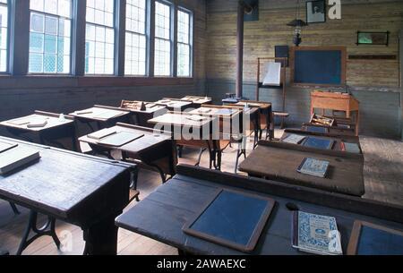 Interior de un antiguo aula del siglo 19 en una escuela de una habitación Foto de stock