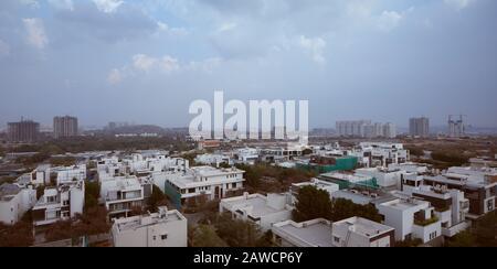 Una vista panorámica del Distrito Financiero en Hyderabad, India Foto de stock