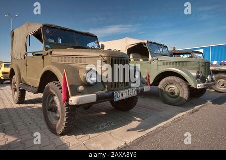 GAZ-69 de 1950, camiones ligeros soviéticos, Oldtimer Bazar feria en Wroclaw, Baja Silesia, Polonia