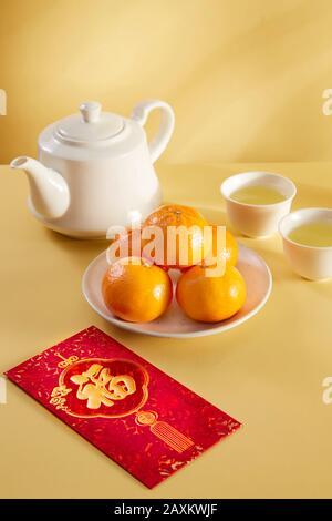 Texto de traducción sobre sobre rojo en la imagen: Prosperidad y Primavera.año Nuevo Chino y año Nuevo Lunar celebraciones sobre rojo naranja y té caliente.