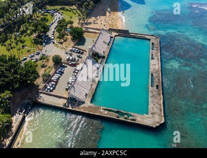 Vista aérea del Waikiki Natatorium War Memorial en Oahu, Hawai