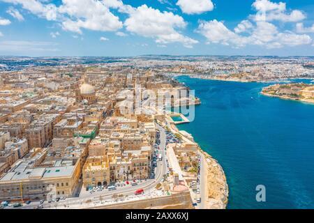 Vista aérea de la iglesia de la Señora del Monte Carmelo, Catedral de San Pablo en la ciudad de Valletta, Malta