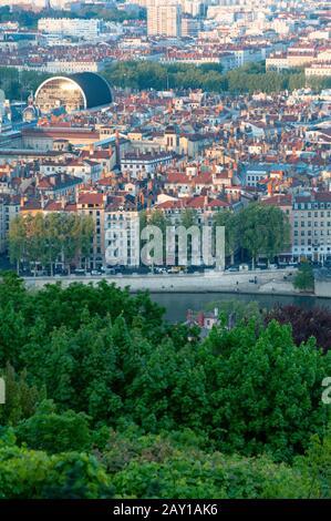 Francia. Lyon. Vue du centre de la ville, le Rhône et le quartier de l'opéra, depuis la colline de Fourvière. Vistas al centro de la ciudad, el Ródano y el TH Foto de stock
