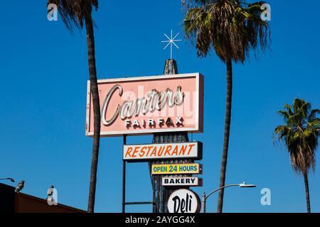 Señalización para Canters Fairfax Restaurante de inspiración judía, delicatessen y bar. Fairfax Avenue, Los Angeles, California, Estados Unidos