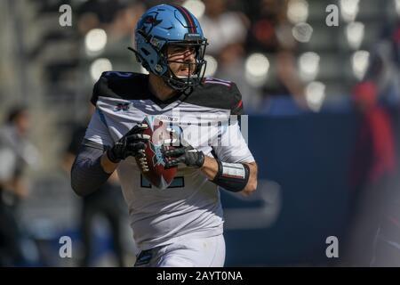 Carson, California, EE.UU. 16 de febrero de 2020. 12 Landry Jones retrocede durante el XFL Dallas Renegades vs. Los Angeles Wildcats juego el 16 de febrero de 2020. Crédito: Dalton Hamm/Zuma Wire/Alamy Live News