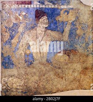 """La antigua Panjekent era una pequeña pero floreciente ciudad de los soghdianos en el Asia central pre-islámica. Era conocido como Panchekanth, que significa """"cinco ciudades"""". El nombre étnico y territorial de Soghd/Soghdian o Sughd/Sughdian se menciona en la historia tan pronto como la dinastía Achaeménida iraní (siglo VI AC). Los aqueménidos fundan varias ciudades-estados, así como ciudades a lo largo de la antigua Ruta de la Seda y en el valle de Zarafshan. La ciudad creció en el siglo V CE y muchos profesionales como los empresarios y terratenientes establecidos hicieron sus medios de subsistencia en Panjakent. En el año 722 EC, las fuerzas árabes sitiaron un"""