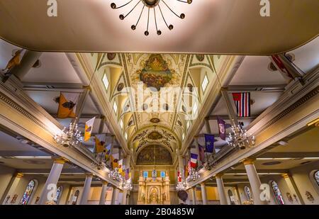 Altar Basílica De San Luis Catedral Más Antigua Catedral De Los Estados Unidos Nuevo Oreleans Louisiana. Construido 1718 Louis Rey De Francia Más Tarde Sain