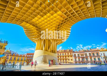 Sevilla, ESPAÑA - 1 DE OCTUBRE de 2019: La famosa construcción moderna Metropol Parason es la construcción más sorprendente, construida para varios fines, Octobe