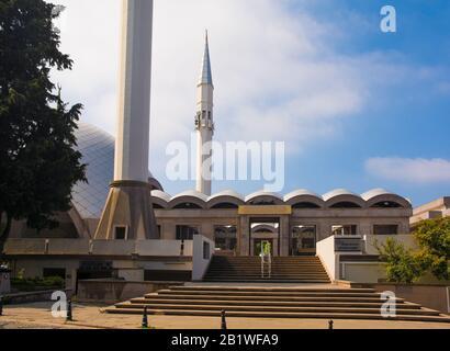 Mezquita Sakirin En Uskudar, Estambul, Turquía. La primera mezquita diseñada por una mujer, y la mezquita más neutra en carbono de Turquía Foto de stock