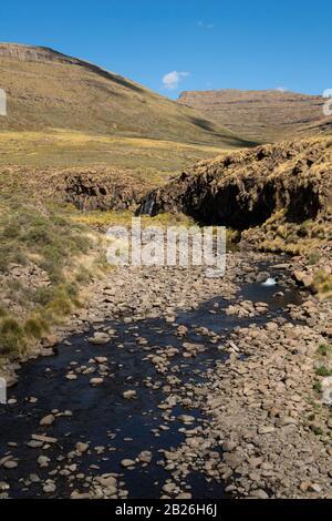 Paisaje de montaña, Paso Moteng, cerca de Oxbow, Lesotho Foto de stock