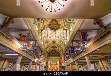 Altar Basílica De San Luis Catedral Más Antigua Catedral De Los Estados Unidos Nuevo Oreleans Louisiana. Construido 1718 Louis Rey De Francia Más Tarde Sain.