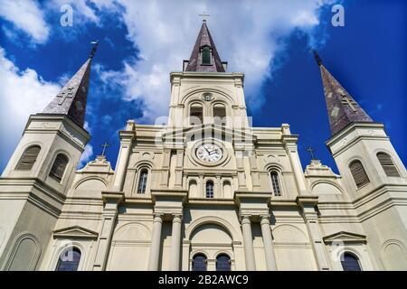 Basílica De San Luis Catedral Más Antigua Fachada Catedral Estados Unidos Nuevo Oreleans Louisiana. Construido 1718 Louis Rey De Francia Más Tarde Sain.