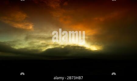 Espectaculares cielos sobre Greenhow, Nidderdale North Yorkshire al atardecer