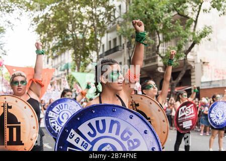 CABA, Buenos Aires / Argentina; 9 de marzo de 2020: Día internacional de la Mujer. Huelga feminista. Mujer joven que defiende la ley de la interrupción legal, segura y libre