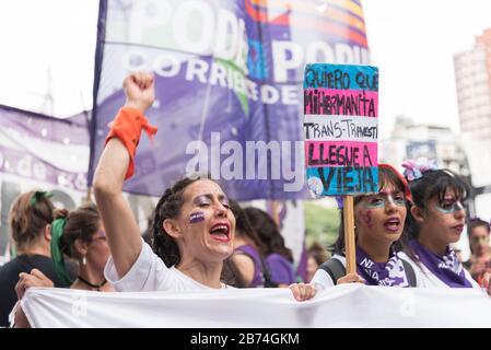 CABA, Buenos Aires / Argentina; 9 de marzo de 2020: Día internacional de la Mujer, marcha de mujeres, cartel para los derechos de la comunidad trans