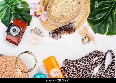 Accesorios de verano en blanco