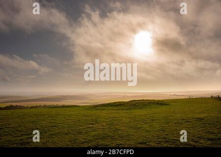 Un largo ladrido neolítico en Firle Beacon en South Downs Way, East Sussex, Reino Unido