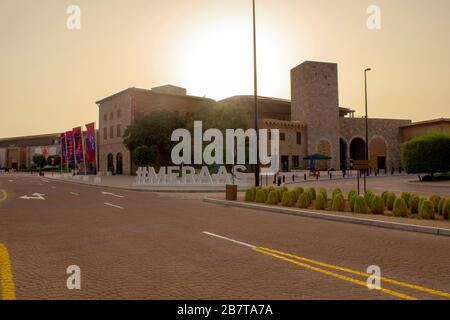 Dubai / EAU - 9 de marzo de 2020: Outlet Village. Nuevo centro comercial en Dubai.