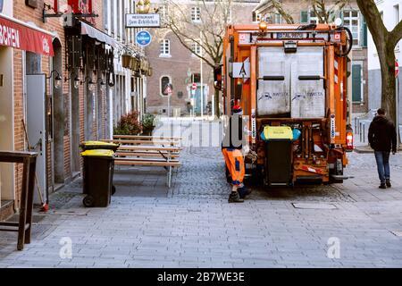 Debido a la pandemia de la corona, el casco antiguo está casi vacío durante las horas de trabajo, la eliminación de basura funciona como de costumbre
