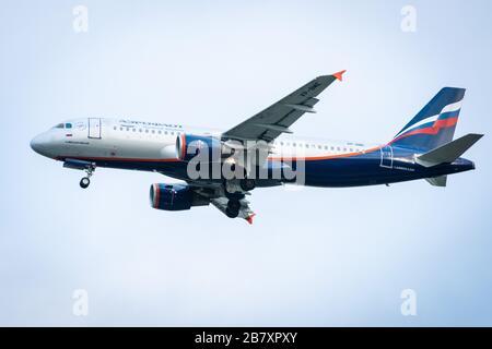 """El 29 de octubre de 2019, Moscú, Rusia. Avión Airbus A320-200 """"Aeroflot - las líneas aéreas rusas"""" en el aeropuerto Sheremetyevo de Moscú."""