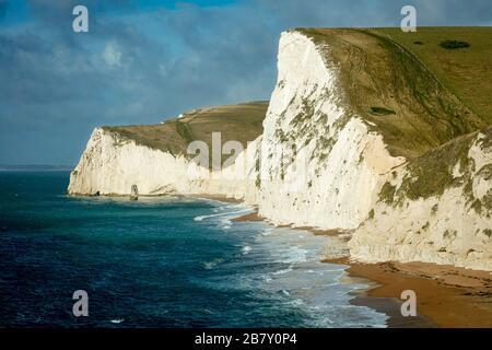 Swyre Head y acantilados blancos a lo largo de la costa Jurásica, Dorset, Inglaterra, Reino Unido
