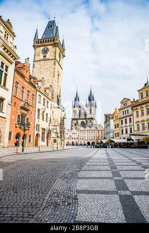 Praga, república Checa - 19 de marzo de 2020. Plaza de la Ciudad Vieja sin turistas durante la crisis del coronavirus