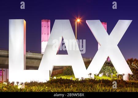 Los Ángeles, California – 12 de abril de 2019: Logotipo del aeropuerto internacional de los Ángeles (LAX) en California.