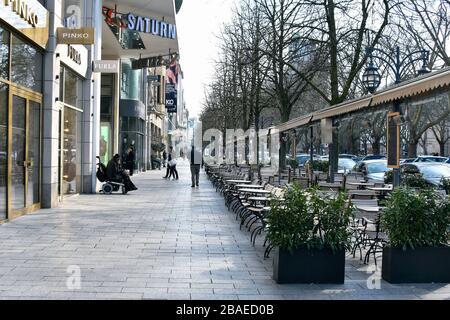 Calles vacías en Düsseldorf durante la crisis de la Corona, Königsallee, Lö.