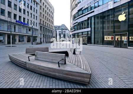 Calles vacías en Düsseldorf durante la crisis de la Corona, Schadowplatz.