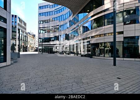 Calles vacías en Düsseldorf durante la crisis de la Corona, Lö-Bogen