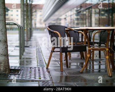 Leere Stühle und Tische Dresden Gastronomie del virus de la corona