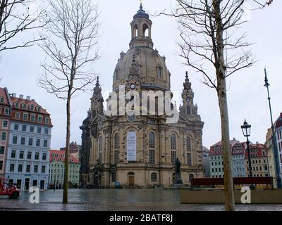 Dresden Frauenkirche während Coronavirus leerer Neumarkt Tourismus Corona Lockdown virus Ausgangssperre Kontaktsperre