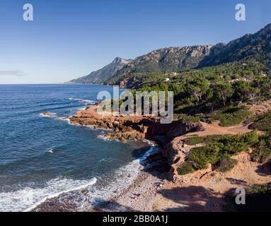 playa de son Bunyola, senderismo en Volta des General, paraje Natural de la Sierra de la Tramuntana, Banyalbufar, Mallorca, Islas Baleares, España.