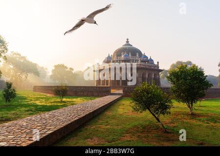 Mausoleo de ISA Khan, el complejo Tumba de Humayun en Delhi, India.