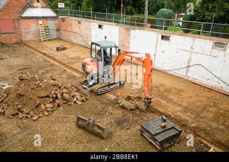 BUCKINGHAM, Reino Unido - 19 de septiembre de 2016. Máquina digger que trabaja en una planta de construcción doméstica en Buckinghamshire, Reino Unido