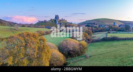 Reino Unido, Inglaterra, Dorset, Corfe Castle (Drone)