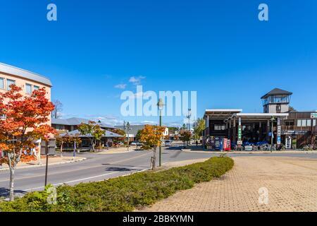 Primera plaza de la estación de Onuma-Koen. Una estación de tren en la línea principal JR Hokkaido Hakodate en la ciudad de Nanae. Hokkaido, Japón