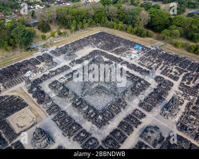 Vista de pájaro drones del templo hindú Prambanan