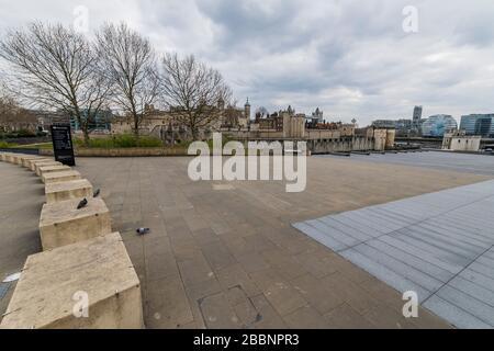 """Londres, Reino Unido. 1 de abril de 2020. La Torre de Londres es muy tranquila - el """"bloqueo"""" continúa para el brote de Coronavirus (Covid 19) en Londres. Crédito: Guy Bell/Alamy Live News"""