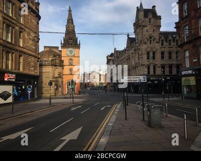 """Glasgow, Reino Unido. 5 de abril de 2020. Calles vacías en el centro de la ciudad, lo que ilustra que las pautas de distanciamiento social y los avisos de """"estar en casa"""" se están cumpliendo en la época de la crisis pandémica Coronavirus COVID-19. Crédito de la foto: noticias en vivo de jery sutton-hibbert/Alamy"""