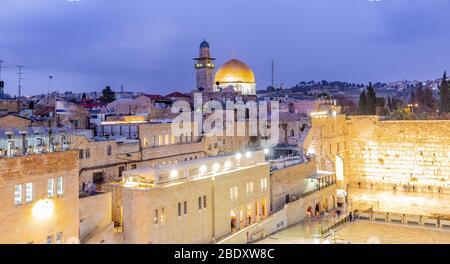 El Monte del Templo - Muro Occidental y la mezquita de la Cúpula de la Roca en la ciudad vieja de Jerusalén, Israel