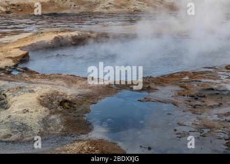 Hverir Área geotérmica en la parte norte de Islandia (cerca de Myvatn) Foto de stock