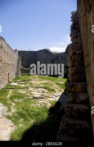 Dentro del castillo de Montsegur en la región de Ariege de Francia