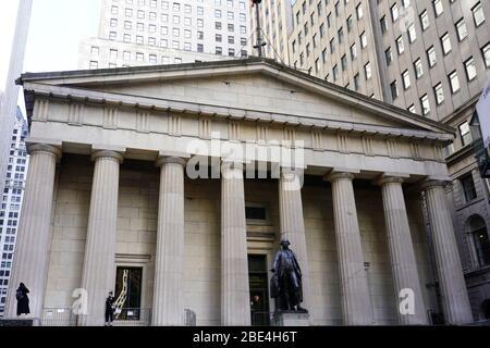 La Bolsa de Nueva York (NYSE) ubicada en 11 Wall Street, bajo Manhattan, en medio de la pandemia global de coronavirus COVID-19, el sábado 8 de febrero de 2020, en Nueva York. Foto a través de Newscom